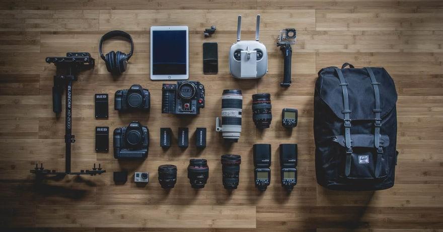צילום מוצר - מצלמה וציוד צילום (אילוסטרציה)