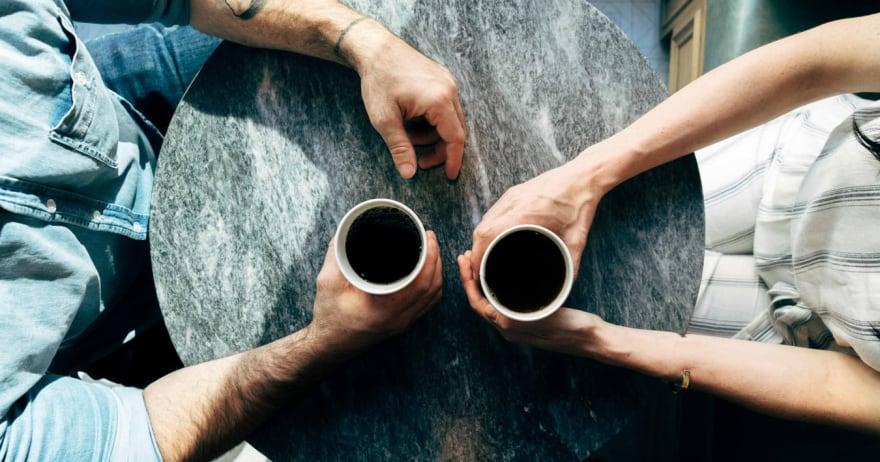 אנשים שותים קפה (CC0)