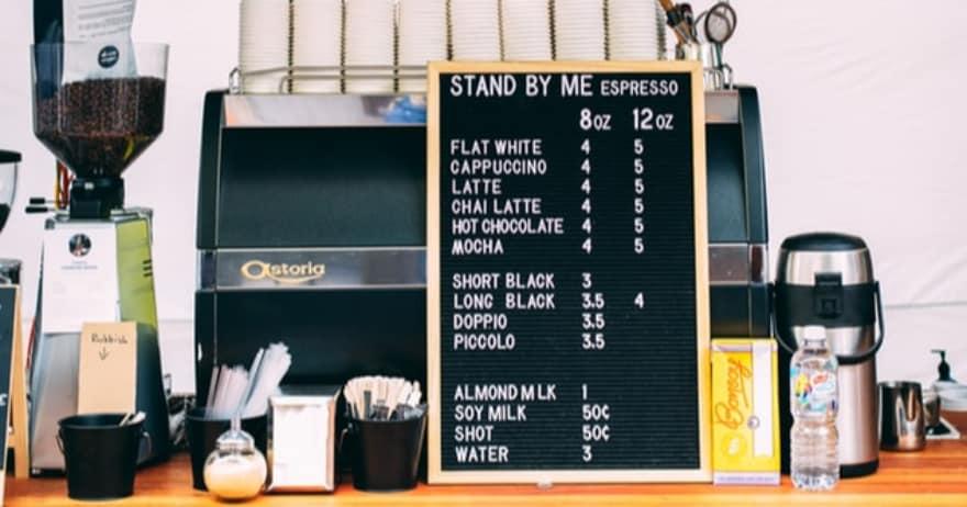 מחירון בבית קפה (אילוסטרציה) (צילום: unsplash / CC0)